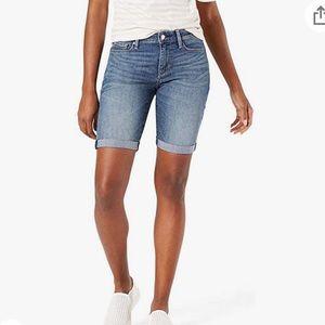 Levi's 515 burmuda medium wash jean shorts size 6